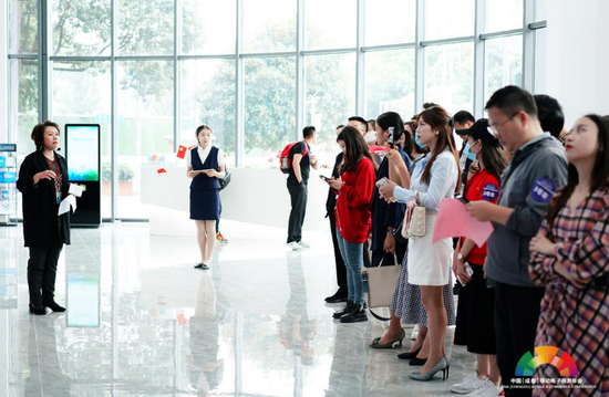走进电商产业功能区招商对接活动在蓉举行