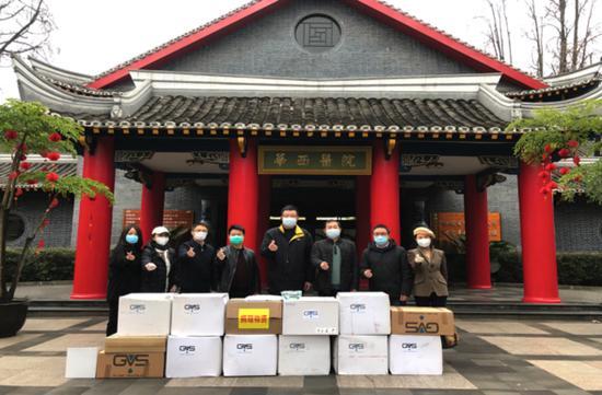 四川能投物产集团向四川大学华西医院捐献抗疫紧缺物资