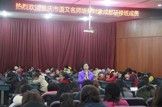 东光实小姜雪燕副校长对课堂展示作说明
