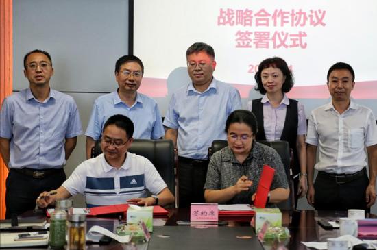 中国光大银行成都分行与德阳发展集团  签署战略合作协议