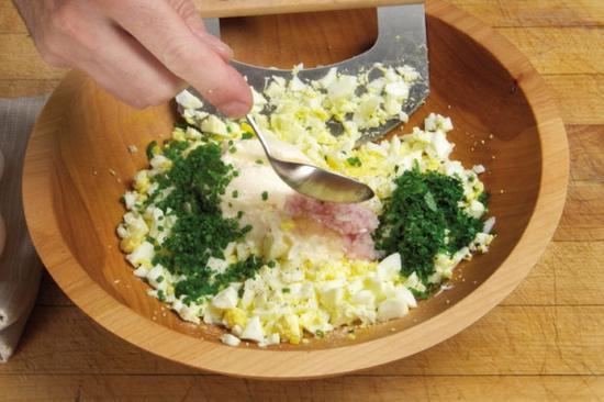 鸡蛋沙拉谷物吐司 图片来源自relish.com