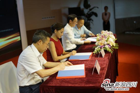 各方代表签约