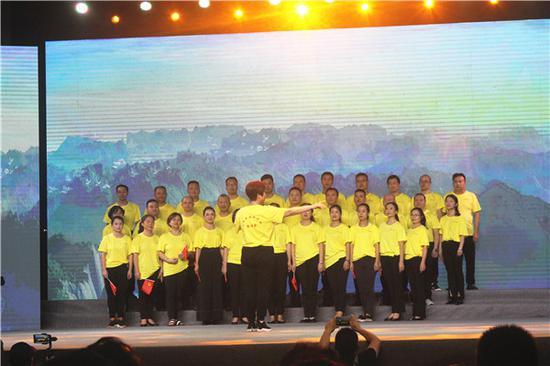南充民建企业家联谊会合唱《团结就是力量》《歌唱祖国》