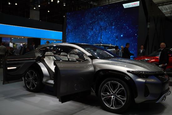 """2017年9月13日在德国法兰克福国际车展媒体预展上拍摄的奇瑞""""瑞虎品牌概念车"""""""
