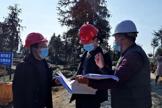 雨城区农业农村局相关负责人现场指导