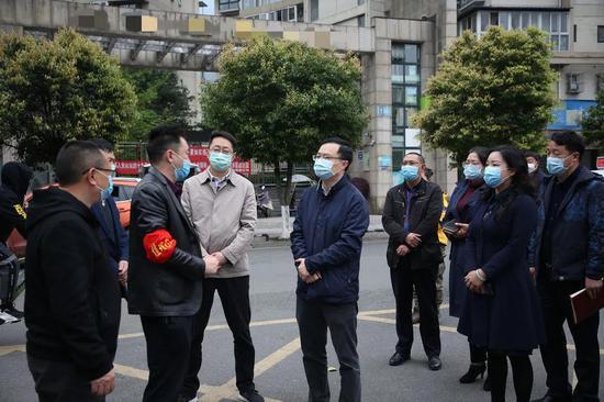 雅安市委常委、宣传部部长杨军调研