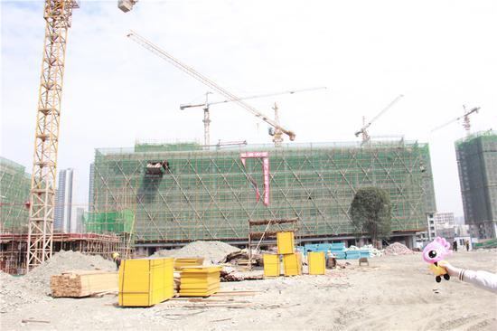3月建设中的宿舍楼