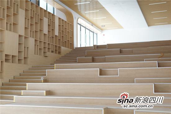 建成后的阶梯图书馆