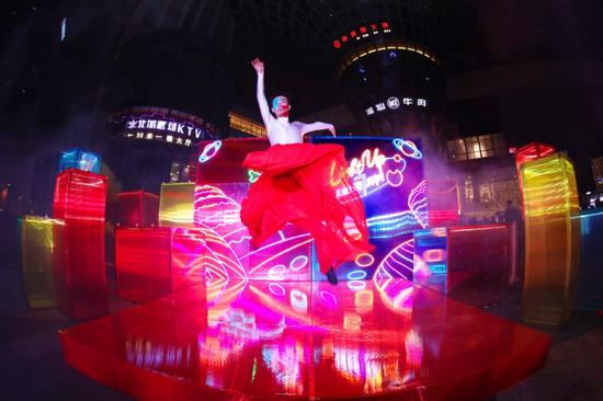 龙湖成都北城天街以光映射情绪开启2020年天街欢乐季和7周年庆