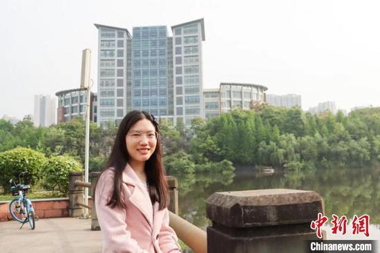 """四川""""凳子姑娘""""。四川师范大学供图 四川师范大学供图 摄"""