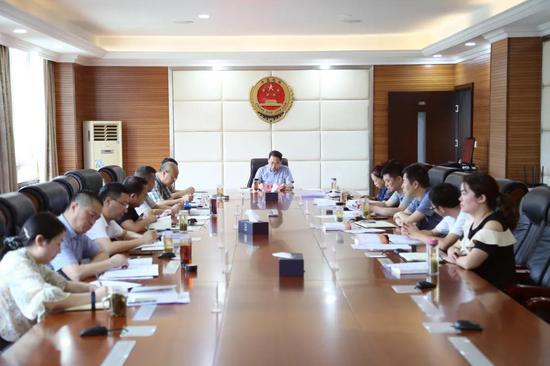 雅安市检察院召开党组理论学习中心组学习会议