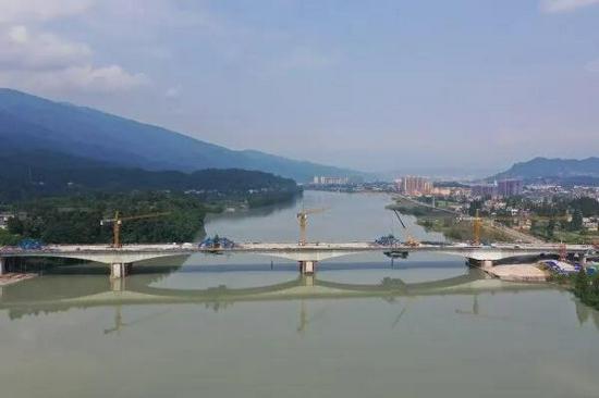 雅安:草坝青衣江大桥即将进入桥面系施工 12月底完成所有施工