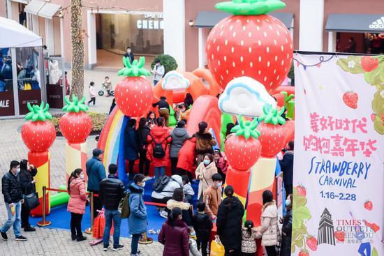 莓好时代 购物嘉年华   成都时代奥特莱斯新春草莓购物节来啦
