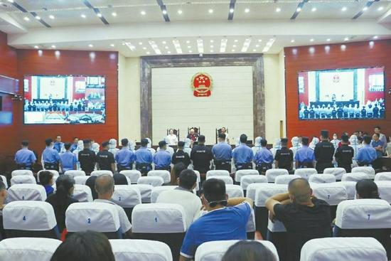 近日,南充市顺庆区法院公开宣判这起特大跨境电信网络诈骗案
