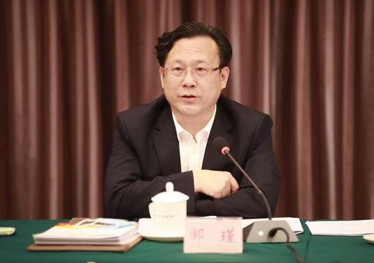 5月9日,邹瑾在雅安代表团第二次会议上发言 张毅 摄