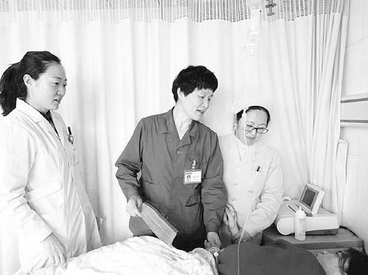 向产妇普及脐带血造血干细胞知识。