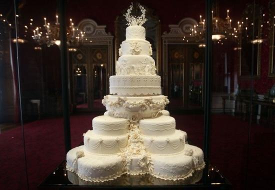 他们的结婚蛋糕是?#35009;?#26679;子