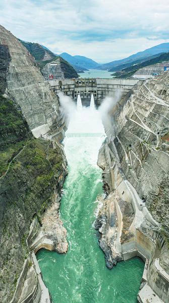 俯瞰白鹤滩水电站(无人机照片)。   新华社记者江文耀摄