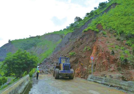 司机注意了 省道307西昌前往泸沽湖道路因塌方中断