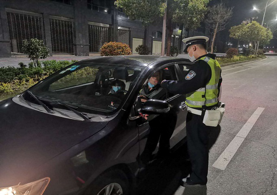 射洪公安交警大队严查酒驾、毒驾严重交通违法行为