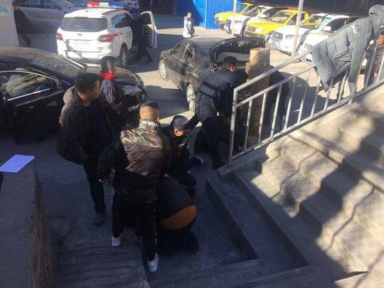 犯罪嫌疑人被民警抓获