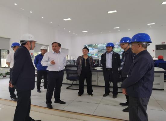 州委常委、州政府常务副州长向贵瑜到德昌县调研经济运行情况