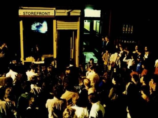 开幕表演吸引了大量群众