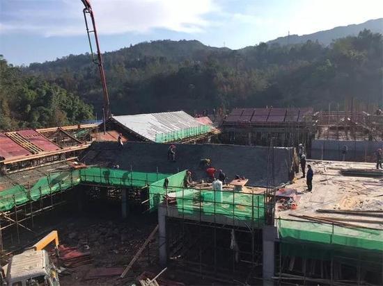 天宫驿站屋面浇筑