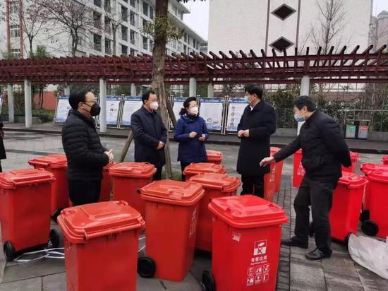 雨城区环保部门突出疫情防控工作重点 监督医疗废物、有害垃圾处置