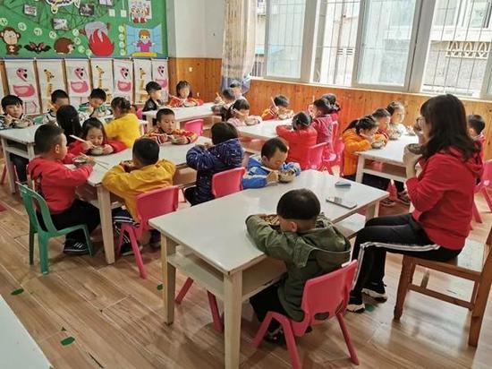 """幼儿园也开学啦!雅安最后一批""""小"""