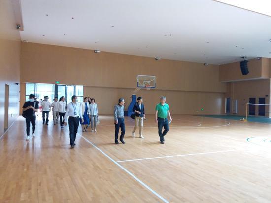省体育局、省游泳协会赴成都二十中学调研游泳场馆建设