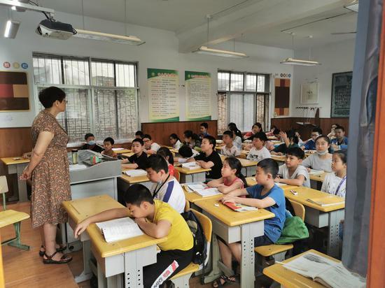 富源路派出所:民警深入辖区学校给学生上法制课