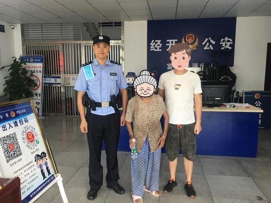遂宁市公安局经开分局富源路派出所热心救助走失老人