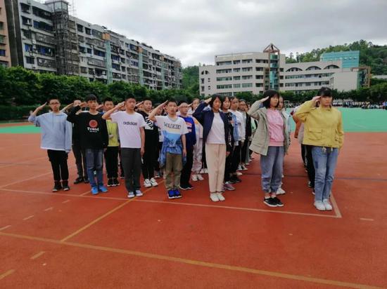 """遂宁中学:使""""国防""""在同学们心中""""形象""""起来"""