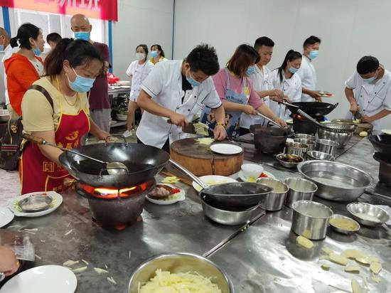开展烹饪培训