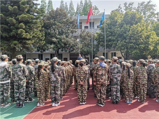 洪雅县中山小学组织学生参加社会实