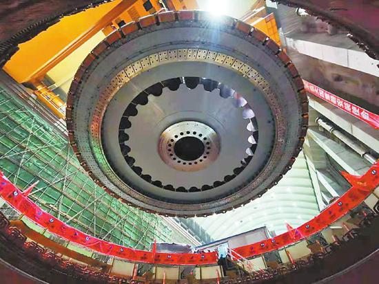 白鹤滩水电站百万千瓦水轮发电机组。 四川日报全媒体记者衡昌辉摄