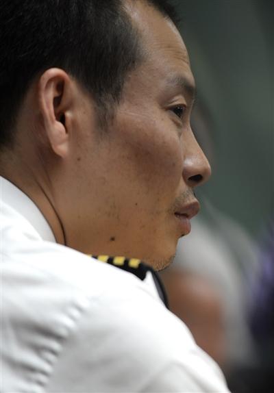 5月16日成都,川航3U8633机长刘传健接受采访。