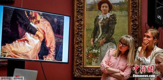 一名文物破坏者25日晚在莫斯科特列季亚科夫画廊严重损坏了伊利亚·列宾的名画《1581年11月16日恐怖的伊凡和他的儿子》,俗称《伊凡雷帝杀子》。
