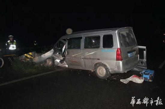 我被人撞了,人受伤了,车子被撞坏了,对方全责,对方说找他们保险公司!我该怎么办?