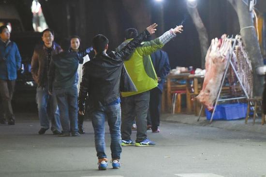12月21日,小关庙街上的羊肉汤生意没有往年那样红火。
