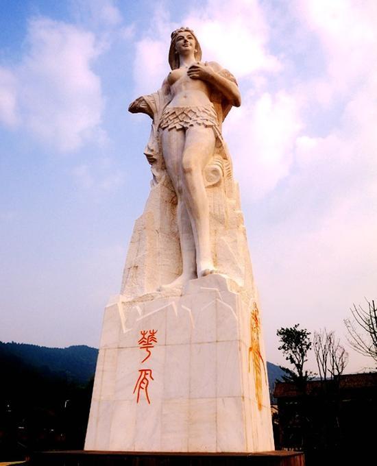 华胥雕像图
