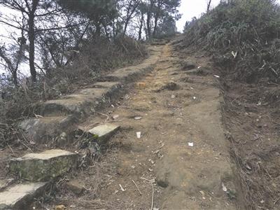 达州6旬老人4年凿出6公里山路