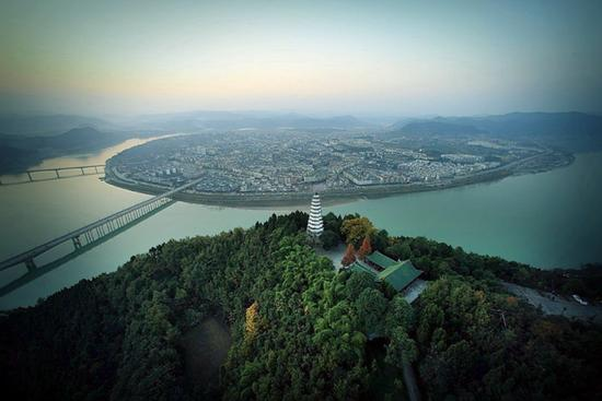 美丽阆中古城全景