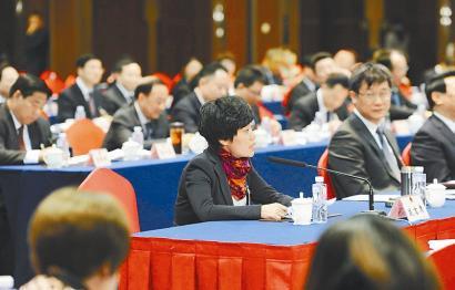 李晓华代表在会上呼吁:进一步加大对有机农产品的监管力度。