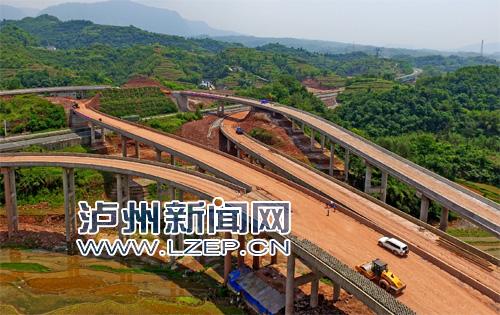 建设中的宜叙高速公路双桥枢纽互通。记者 牟科 摄