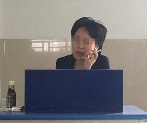 女教师与男学生教师�9��H:)�h�yg*9�yȰ_网曝济南大学女教师上课公然抽烟 遭学生吐槽