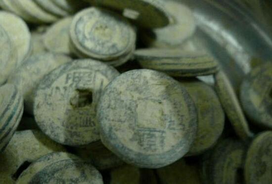 西昌老城发现大量清代铜钱