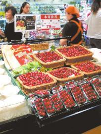 5月19日,成都某超市正在销售的大樱桃(车厘子)标价79元一斤。
