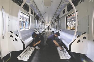三号线车厢中的熊猫元素